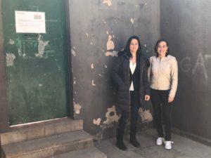 Paneque i Niubó davant escola Font de la Pólvora
